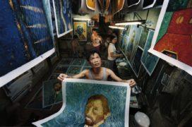 Film still of the film China's Van Goghs, directed by Haibo Yu, Tianqi Kiki Yu, Visions du Réel 2017
